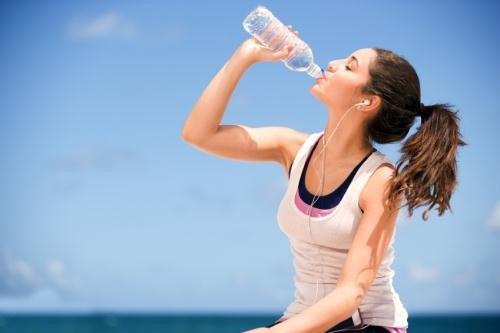 Bổ sung đủ nước cho quá trình trao đổi chất đào thải mỡ