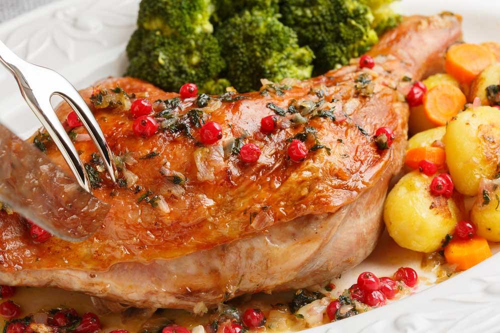 Một chân gà tây khổng lồ cung cấp lượng chất béo trong một ngày khoảng 54 gram