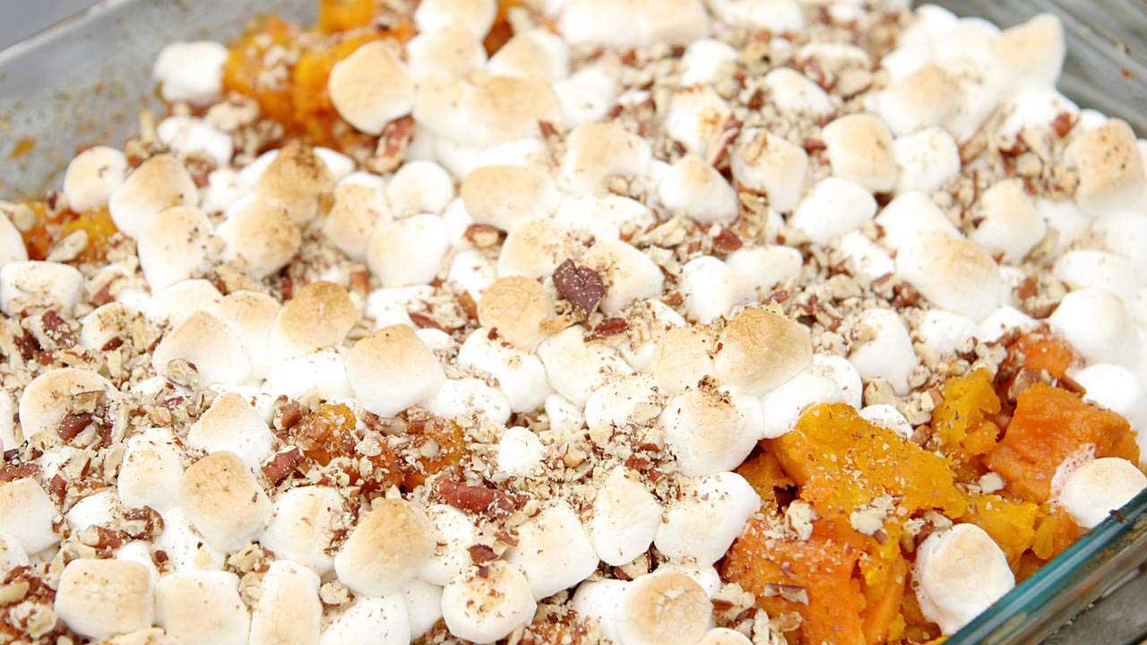 Khoai tây nghiền với nước sốt điển hình có kem, muối và nhiều bơ