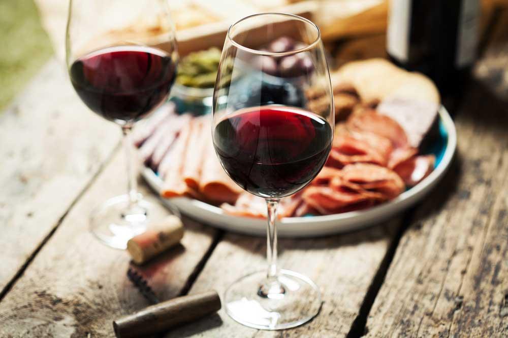 1 ly rượu vang đỏ mỗi ngày sẽ giúptăng cường sức khỏe của tim mạch