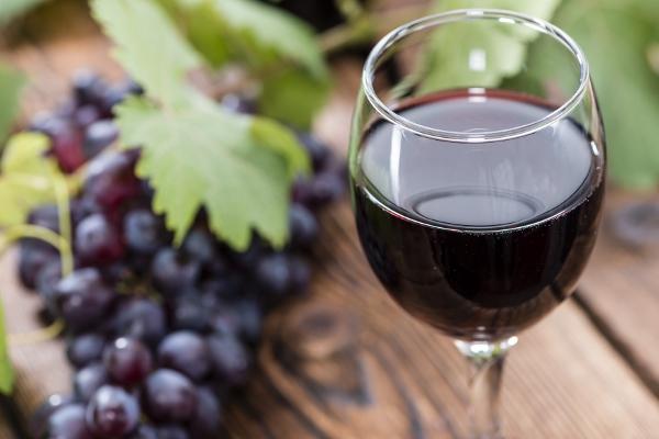 Nhâm nhi 1 ly rượu vang có thể giúp bạn đốt cháy lượng calo trong 90 phút