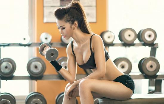 Phụ nữ tập Gym sẽ không làm cơ bắp to như của nam giới