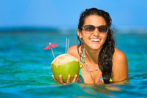 Nước dừa giúp cân bằng vóc dáng